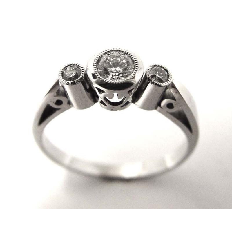 122cfb2de Prsten je vyroben z bílého zlata o ryzosti 585/3,30 g. Diamant  briliantového brusu: 1x 0,31 ct SI1-G 2x 0,03 ct SI1-G